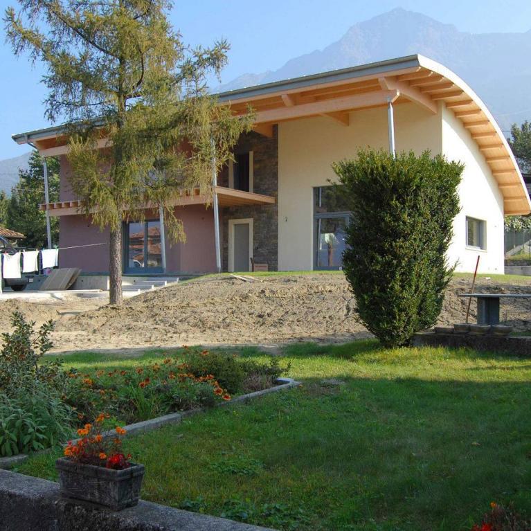 Villa a due piani a Colico (Studio Numax)