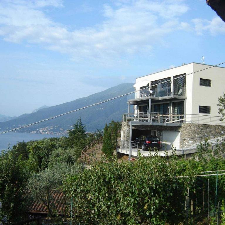 Villa tre piani a Dongo realizzata da Numax