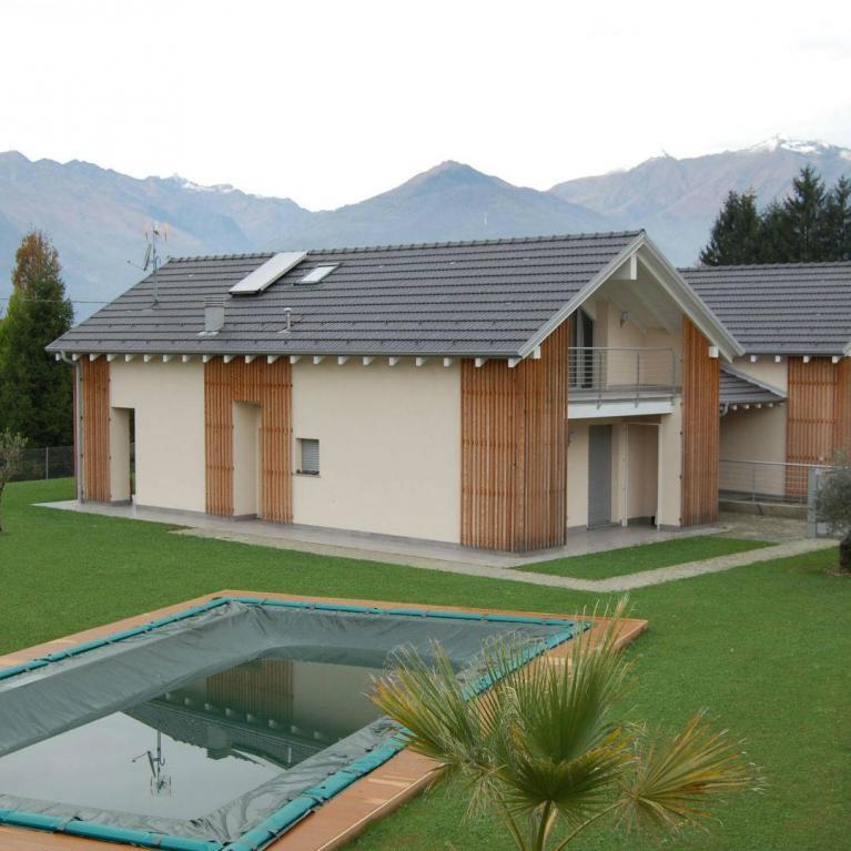 Ville gemelle con piscina a Colico (Lc) - Vista frontale