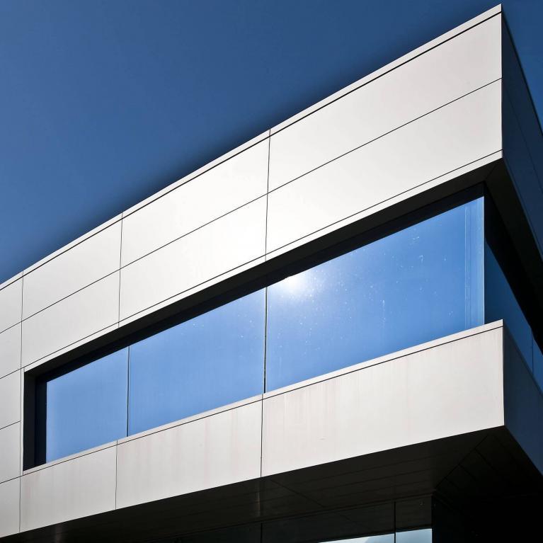 Progetto Studio architettura Numax: Edificio per uffici e magazzino industriale a Colico